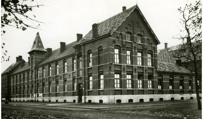Het voormalig Hôtel Saint-Joseph, 'De Cantine' Budel-DorpleinMonumentnummer: 518879Hoofdstraat 79, 6024AA te Budel-Dorplein