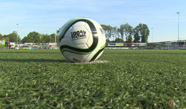 De Latjetrapcompetitie wordt gesponsord door 100% Voetbal.