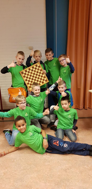 beide teams tijdens de Gelderse finale schooldammen