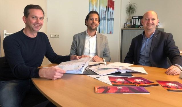 Arnout Hasselaar, Pieter Neels en Frank Pluimers organiseren namens serviceclub Ronde Tafel 78 het Oranjebal.