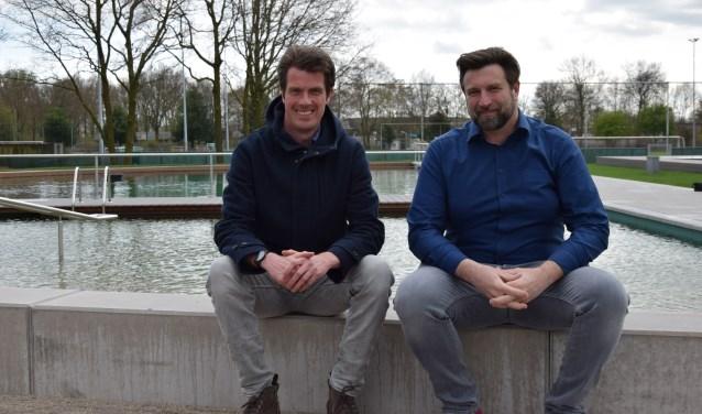 Jorrit Zwart van de Koninklijke Ginkel Groep en zwembaddirecteur Ronald ter Hoeven