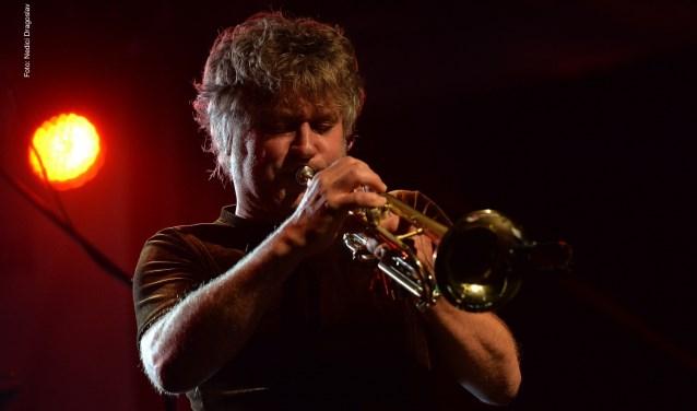 Trompettist Eric Vloeimans en organist Hayo Boerema creëren een sfeer waarin alles wat gebeurt, muzikaal spannend is.