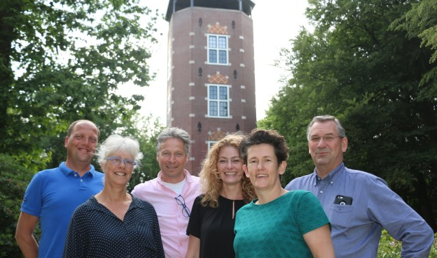 Vlnr: Jeroen van Heukelom, Annemarieke Burgsteijn, Gertjan van Doorn, Cilia Boekenoogen, Ester van Leuveren en Sjaak Leeuwis.