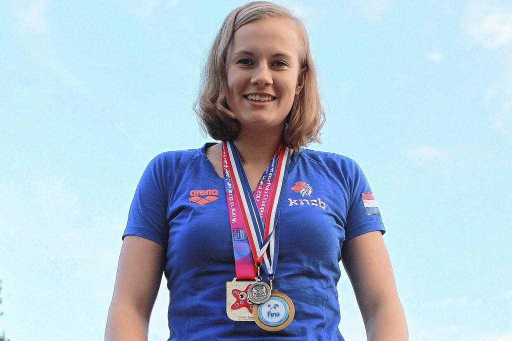 Nina ten Broek in 2017, met een karrenvracht aan medailles. Theo Beumer © BDU Media