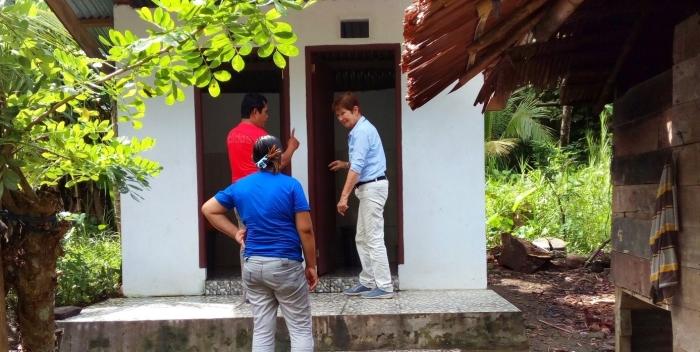 Stichting Nederland-Batam wil de komende twee jaar acht sanitaire voorzieningen bouwen op het Indonesische eiland Sangihe, zodat schoolgaande kinderen kunnen beschikken over goede sanitaire voorzieningen.