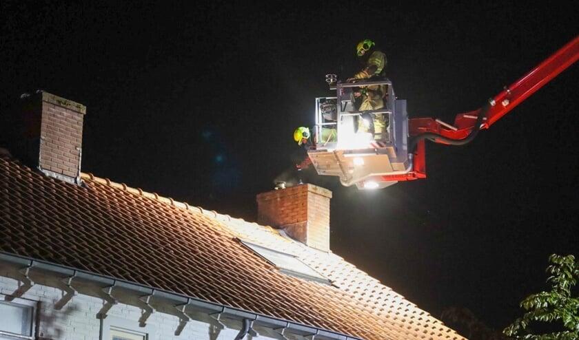 Veel rook bij schoorsteenbrand in Voorthuizen: [VOORTHUIZEN] Aan de Margrietlaan heeft zaterdagavond een schoorsteenbrand gewoed.