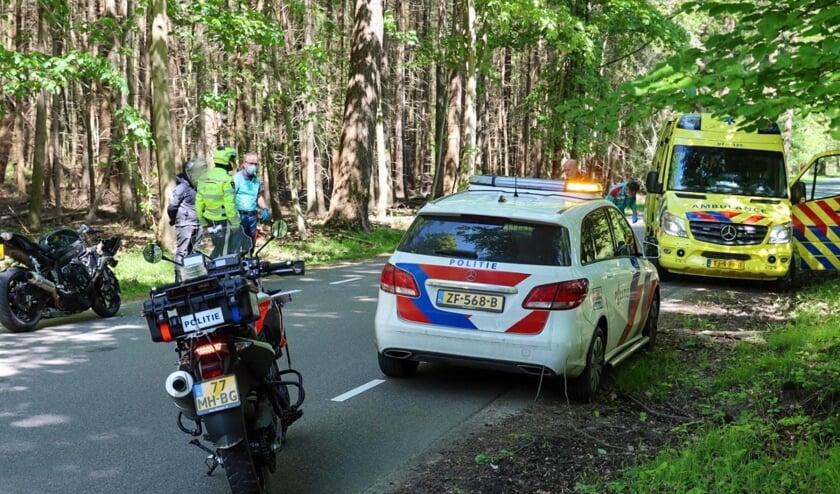 Motorrijder gewond na aanrijding hert in Kootwijk