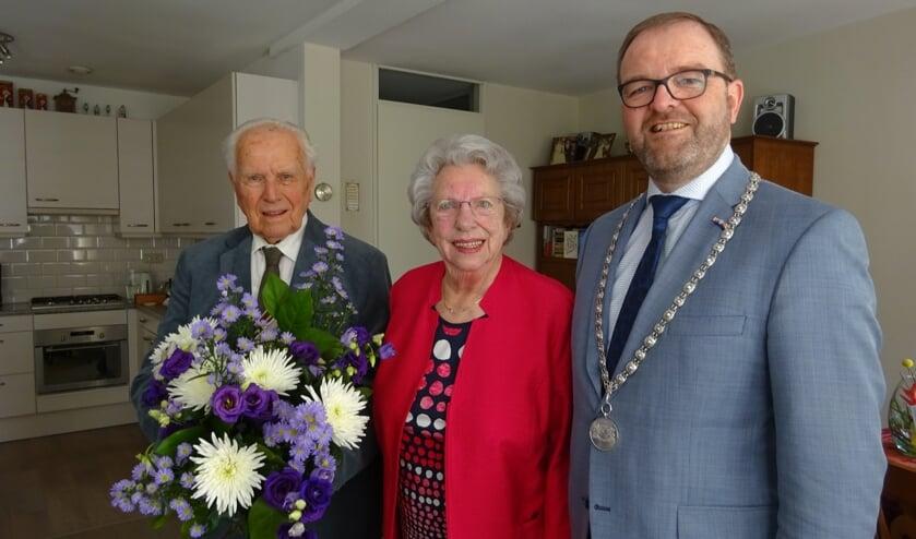 Dirk en Lenie Molenaar vormen al bijna zeventig jaar een paar en zijn 65 jaar getrouwd.