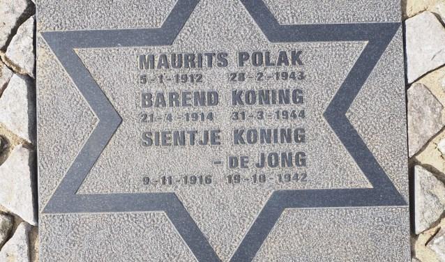 Namen, geboorte- en sterfdata van de drie in Rotterdam geboren weggevoerde Joden van 's-Gravenweg 196, staan nu op de voet van de naald.