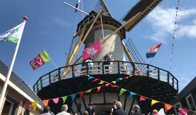 De molen wordt feestelijk aangekleed voor Nationale Molendag. (foto: pr)