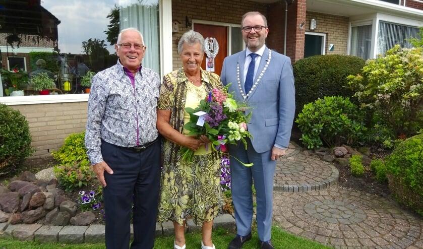 Het Rotterdamse echtpaar kwam 38 jaar geleden naar Nieuwerkerk aan den IJssel. (foto en tekst: Cees Visser)
