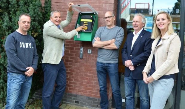 In oktober 2018 werd een buiten-AED geplaatst bij de HOED in Nieuwerkerk. (foto: Judith Rikken)