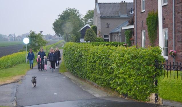 Was het dauw- of regentrappen? De wandelaars liepen in groepjes de 8 kilometer lange wandeltocht.