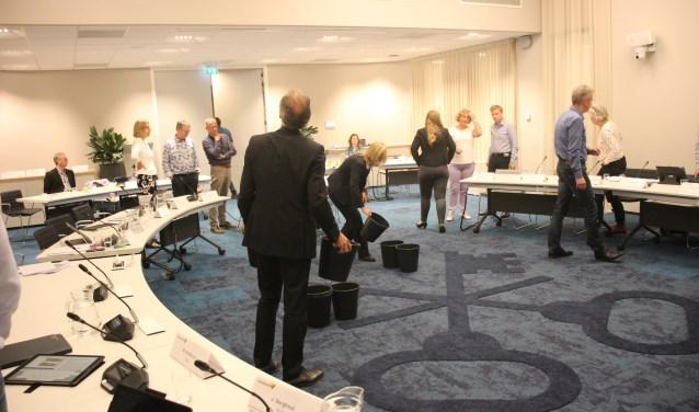 Noodgedwongen moest de vergadering op 5 juni in de raadzaal even stilgelegd worden. (foto: Erik van Leeuwen)