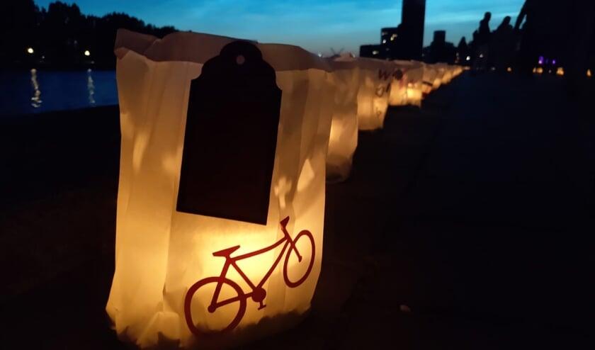 Bij de Samenloop voor Hoop werden 1800 kaarsen opgestoken voor zieken en overledenen.