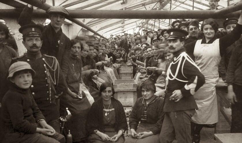 Belgen in Vluchtoord Gouda (foto: Streekarchief Midden-Holland)