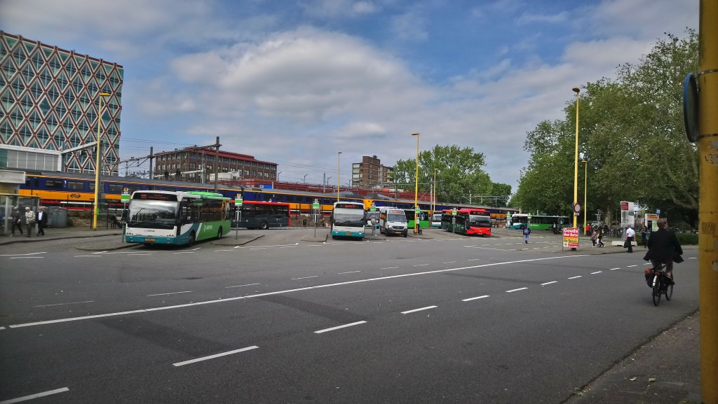 Trein- en busstation in Gouda. (Foto en tekst: Noelia Romero Cabrera)  © HvH Waddinxveen