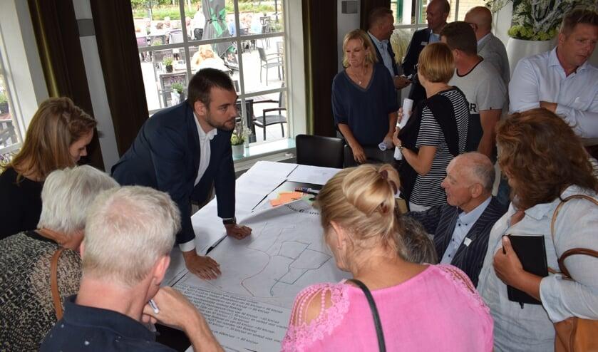 Bewoners bekritiseerden de provincie tijdens de presentatie van verkeersplannen in de regio. (foto en tekst: Myriam Dijck)