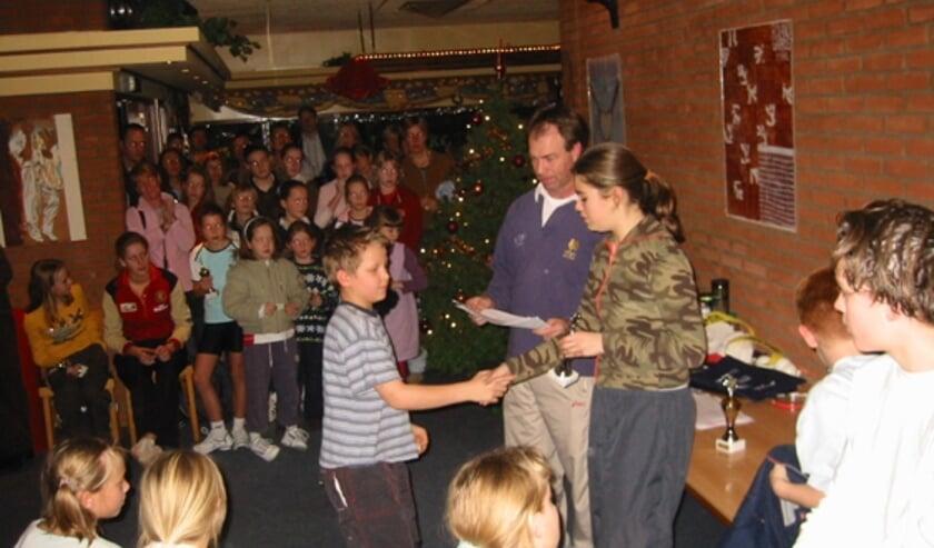 Een volgepakte kantine tijdens een kersttoernooi voor de jeugd in vroeger tijden. (foto:pr)