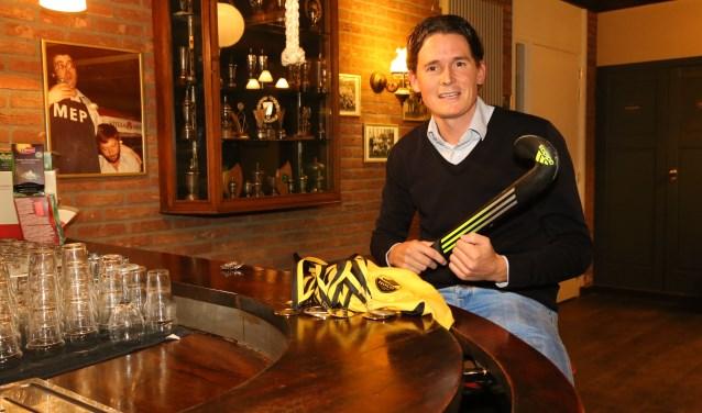 Tomas van Wanrooij vertelt  gepassioneerd over zijn sport in het bruin café van zijn eerste club, MEP.     Fotonummer: 81eac8