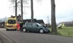 Vrouw gewond na botsing met boom Kasterensestraat