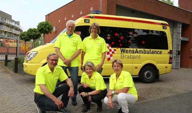 Van links naar rechts, achter: Barry van Brakel, Nancy Dankers. Voor: Jan van der Schoot, Wilhelmien van den Biggelaar, Leny Hoyng. Tiny ontbreekt op de foto.  | Fotonummer: 79c47c