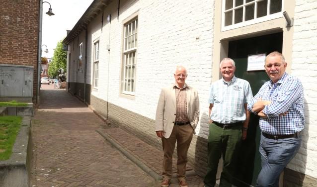 Van links naar rechts: Gerard Buiks, Ben Ophof en Christ van Eekelen van Heemkunde Boxtel   | Fotonummer: 4c4732