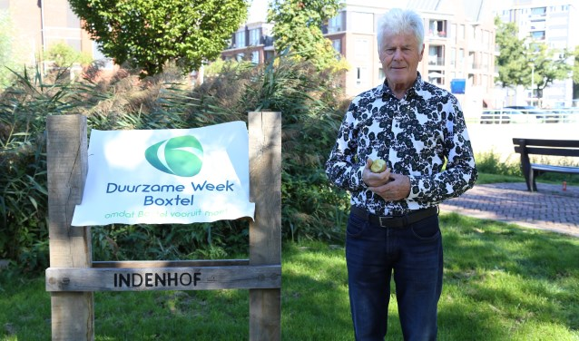 David Andreae verkent het park waar zondag vijftien stands aandacht aan duurzaamheid besteden. (Foto: Sander van Kasteren)  | Fotonummer: d19b86