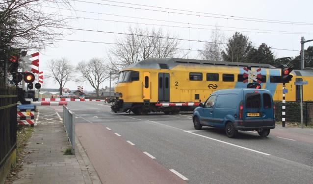 De voorgenomen sluiting van de dubbele spoorwegovergang op Tongeren houdt de gemoederen al jaren bezig.     Fotonummer: c75cce