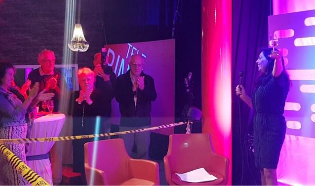 Dommelland-voorzitter voorzitter Inge van den Biggelaar opent de nieuwe studio.   | Fotonummer: f4a2d3