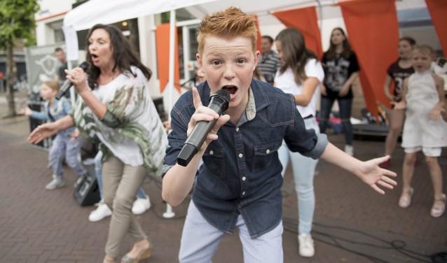 Mitchell tijdens een optreden in Boxtel. (Foto: Natasja Thijs)   | Fotonummer: 10b997