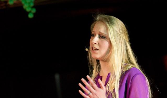 Fenne, in haar rol als Maria Magdalena, tijdens Jesus Christ in Concert.   | Fotonummer: d8d954
