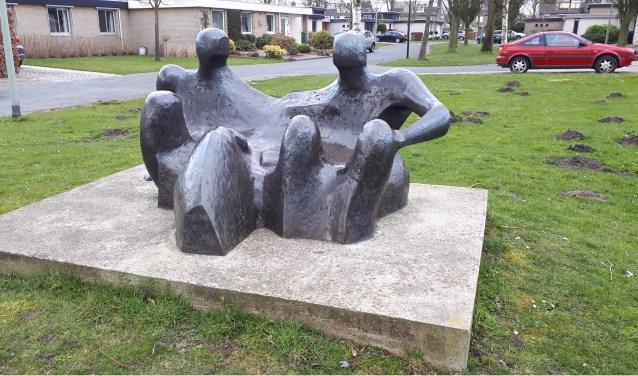 Het kunstwerk 'In Gesprek', op de huidige locatie bij Dommeloord.  | Fotonummer: 8ac0b9
