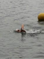 Puck Bakker zwemt toptijd in eerste open water wedstrijd 2018