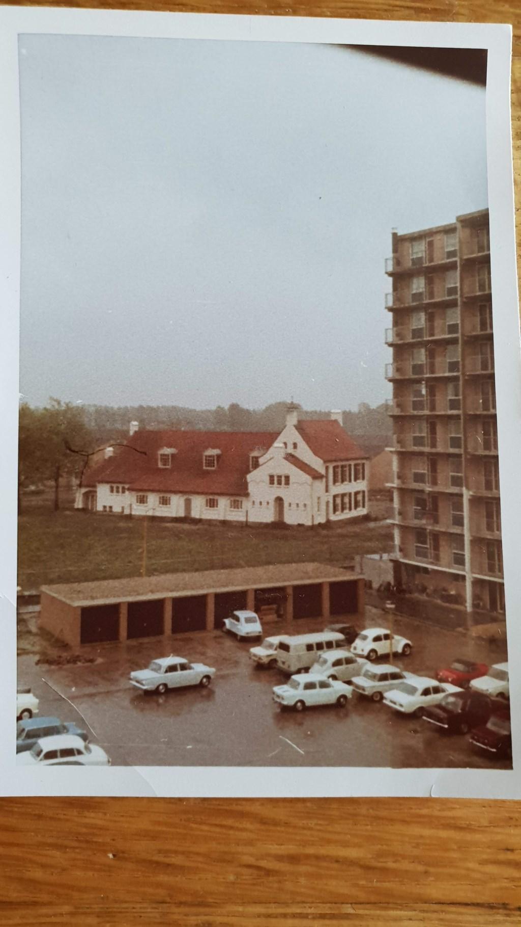 De rommelige parkeerplekken ergens in de jaren 70. Fotoarchief familie Dankers © MooiBoxtel