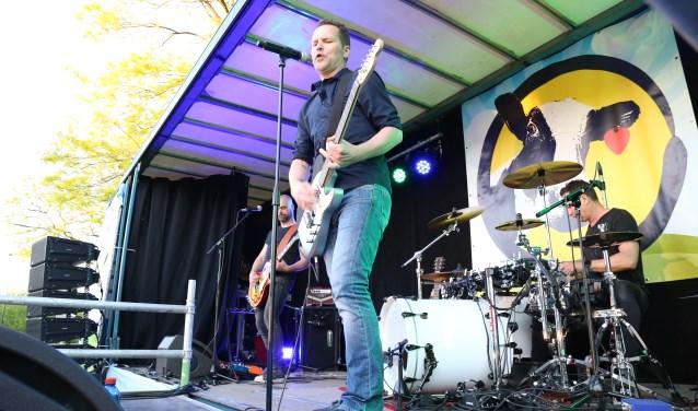 Dennis Wels, hier met de band Premium bij het festival Boer Zoekt Band. (Foto: Sander van Kasteren)  | Fotonummer: e87790