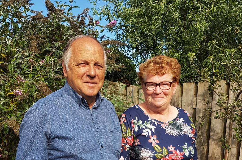 Rinie (l.) en Dinie Voets vieren hun vijftigjarig huwelijk.  | Fotonummer: a4359e