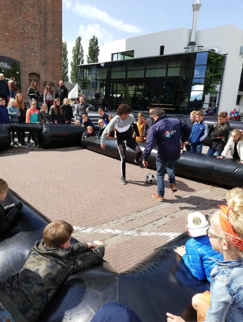Pannaspeler dolt kinderen Foto: Gestel Events © MooiGestel