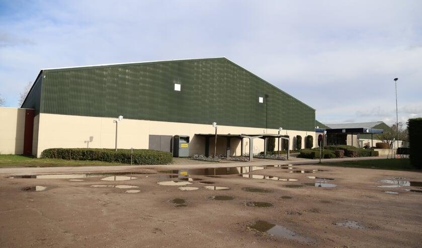 In de plannen van ondernemer Smit wordt de sporthal opgeknapt en worden daarnaast op het terrein woningen gerealiseerd.     Fotonummer: 6270e3