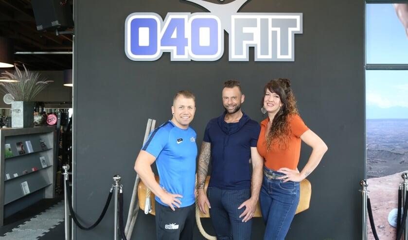 Van links naar rechts 040FIT manager Ralph Zomer, Daniël Hoenselaars en Linda Hoenselaars.     Fotonummer: 2b1007