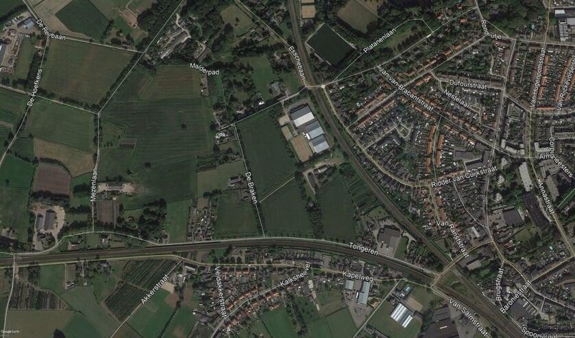 Het gebied tussen de twee spoorlijnen, 'de Oksel', staat verschillende ontwikkelingen te wachten.   | Fotonummer: 68015d