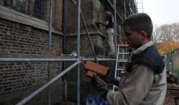 De restauratie van de Maartenskerk in Sint-Maartensdijk is in volle gang.
