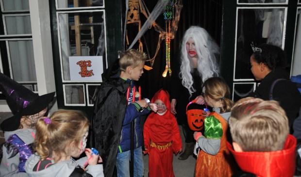 De griezeltocht in Vossemeer trok meer dan honderd kinderen.