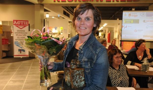 Louise van Gorsel mag de inktpot die ze vorig jaar ook won, weer mee naar huis nemen.