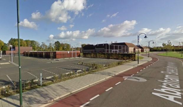 Knulst wil dat het gebied dat onder het Masterplan Tholen valt, rookvrij wordt. Daar horen het Westerpoortcollege, Meulviet, de (eventuele) toekomstige speeltuin, het zwembad en sportvelden van Tholense Boys bij. (Foto: Google Maps.)