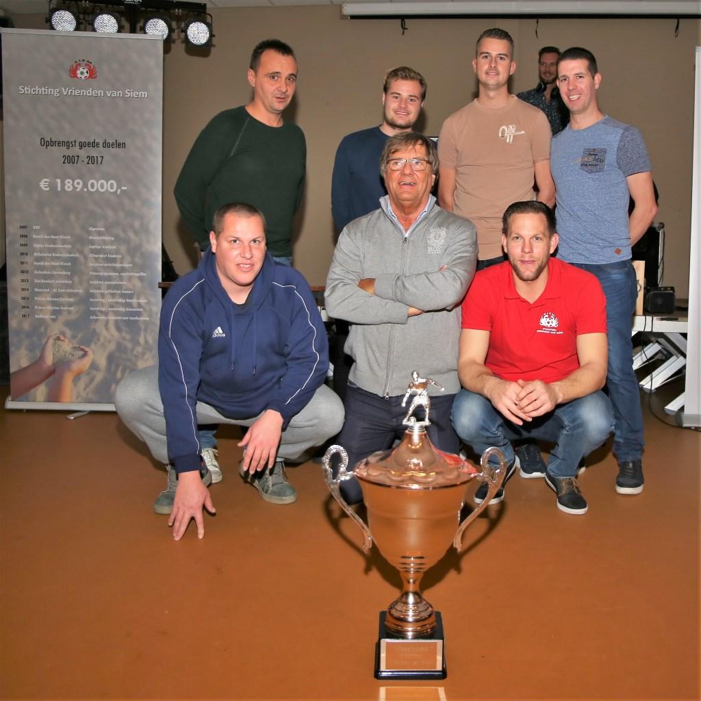 Het winnende team van Dynaplus Management. (Foto: Wim Fase).   © Eendrachtbode
