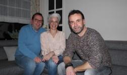 Drie van de vier dj's die honderd uren in het Glazen Ei zullen doorbrengen: v.l.n.r. Johan de Jager, Anita Goedegebuure en Anco Fase.