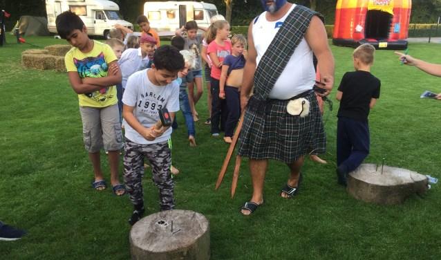 Voor de Schotse Hooglandspelen had badmeester Stefan zich als een Schot uitgedost.