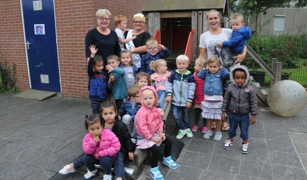Patricia Geldhof (met sjerp) met de peuters van 't Hummeltje.