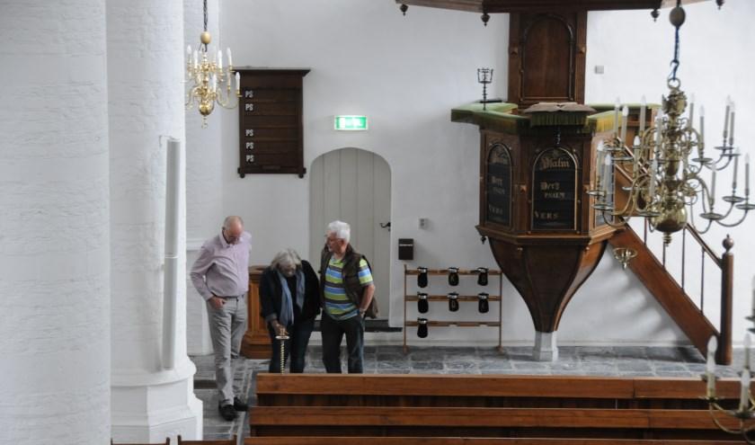 Bezoekers in de kerk in Poortvliet.